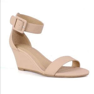 NWT Charlotte Russe Gail Sandal in Nude - sz 10